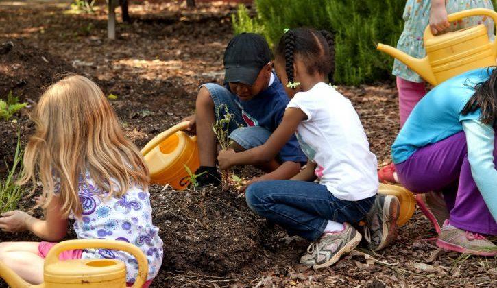 young-cute-girls-gardening-725x482